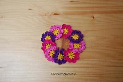 9 fiori ad uncinetto in giallo, viola, rosa e fucsia - decorazione primavera - per feste e compleanni, applicazioni su accessori e abiti