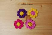 4 fiori ad uncinetto in giallo, viola, fucsia e rosa - decorazioni primavera - per feste e compleanni, applicazioni su accessori e abiti