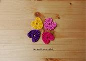 4 cuori ad uncinetto in viola, rosa, fucsia e giallo - decorazioni primavera - per feste e compleanni, applicazioni su accessori e abiti