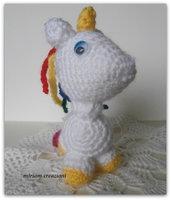 Unicorno Amigurumi con criniera a colori