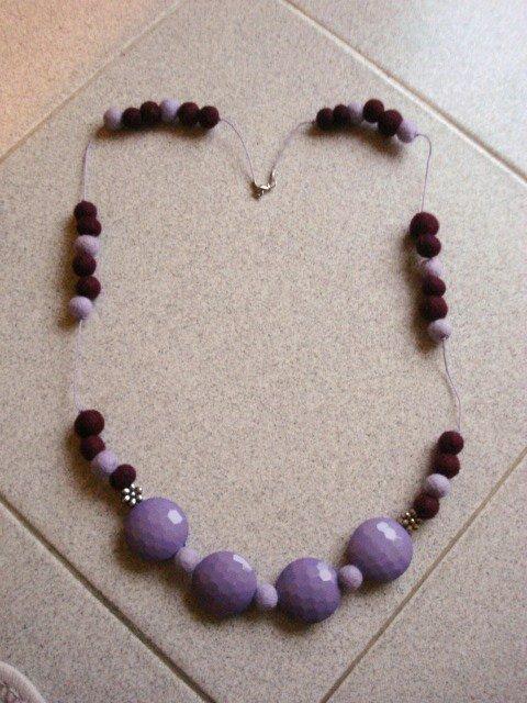 collana feltro viola