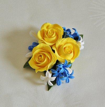 Spilla con i fiori fatta a mano