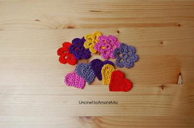 5 cuori + 5 fiori ad uncinetto in grigio, rosa, giallo, arancione e viola - decorazioni primavera - per feste e compleanni, applicazioni su accessori e abiti