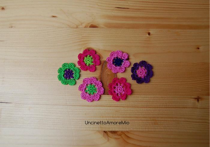 6 fiori ad uncinetto in blu, verde chiaro, verde scuro, viola, rosa e fucsia - decorazione primavera - per feste e compleanni, applicazioni su accessori e abiti