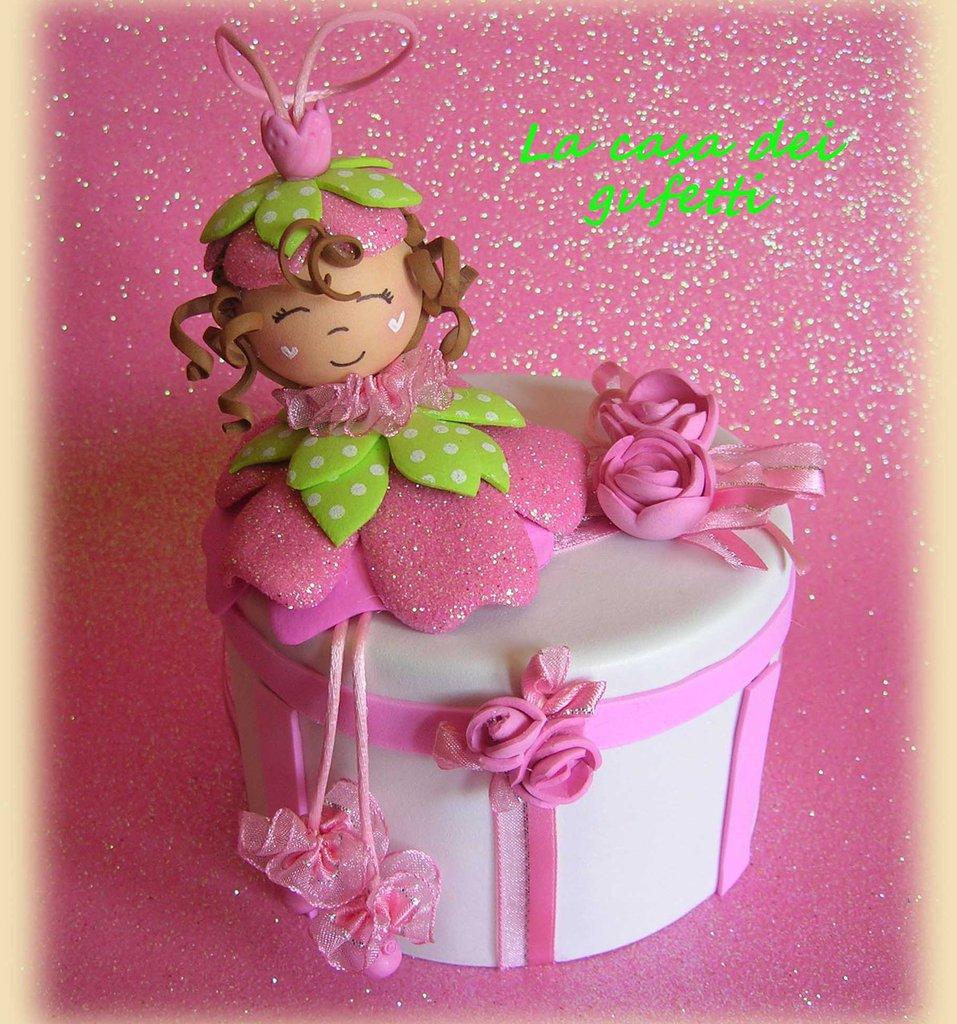 Scatolina portagioie rivestita e decorata con roselline e fatina dei fiori in moosgummi