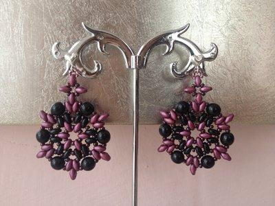 Orecchini con perline artigianali con perle nere