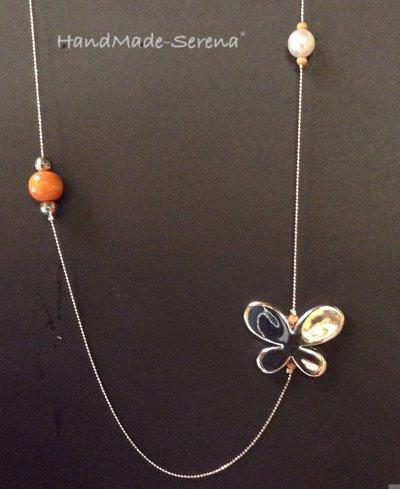 Collana lunga con farfalla e perle arancioni