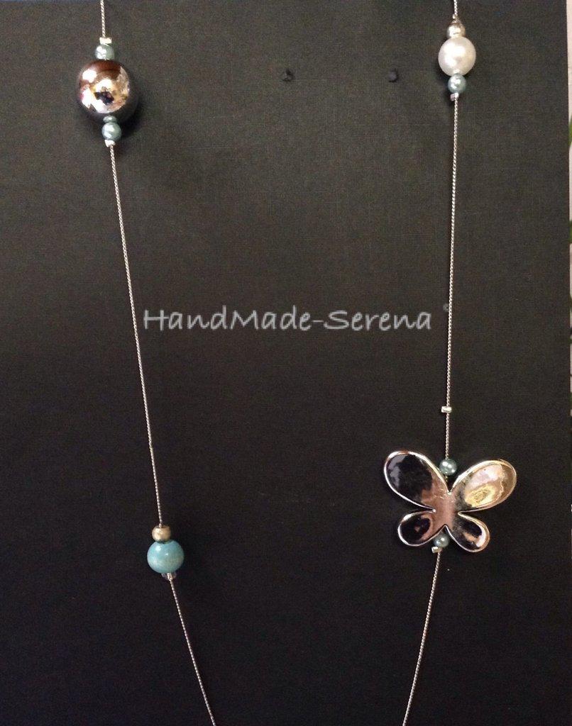 Collana lunga con farfalla e perle azzurre