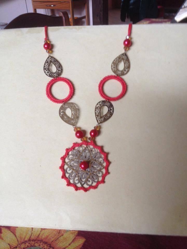 collana in rosso