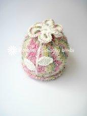 Berretto bambina in cotone e viscosa colori sorbetto con fiore all'uncinetto