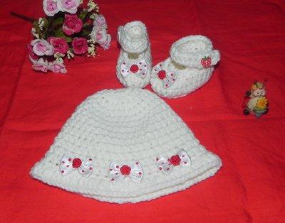Scarpette e cappellino bebè  lana o cotone con fiocchetti a pois