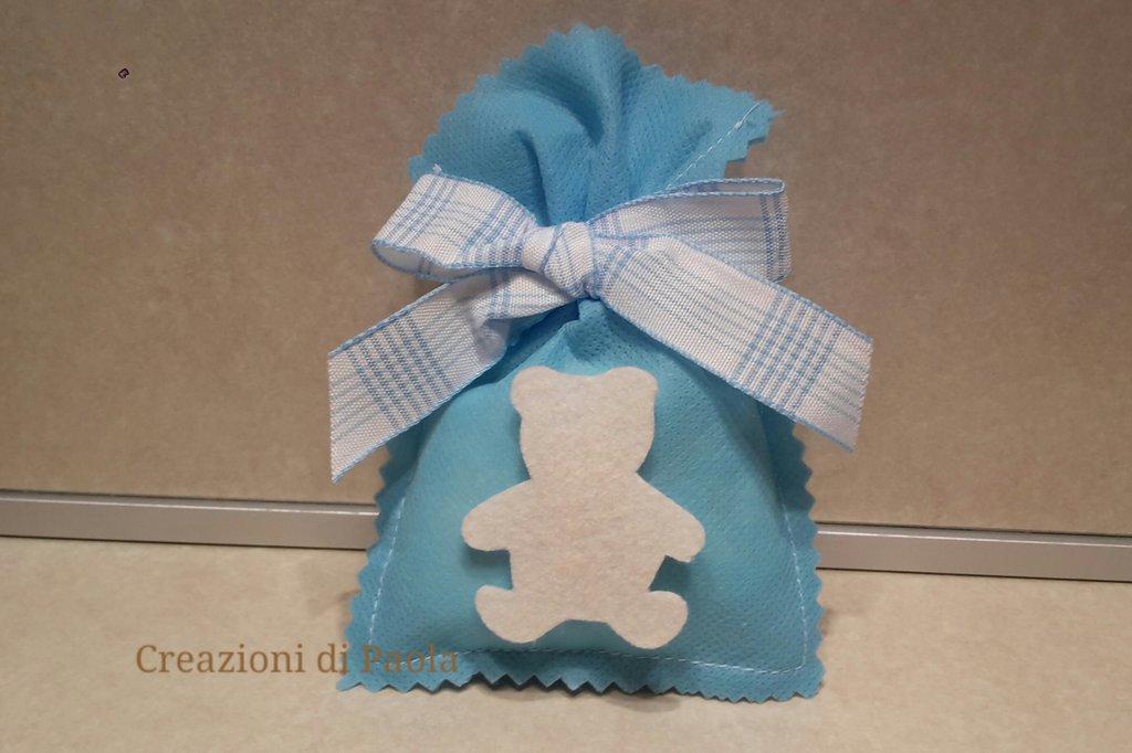 Sacchetto bomboniera azzurro con orsetto panna