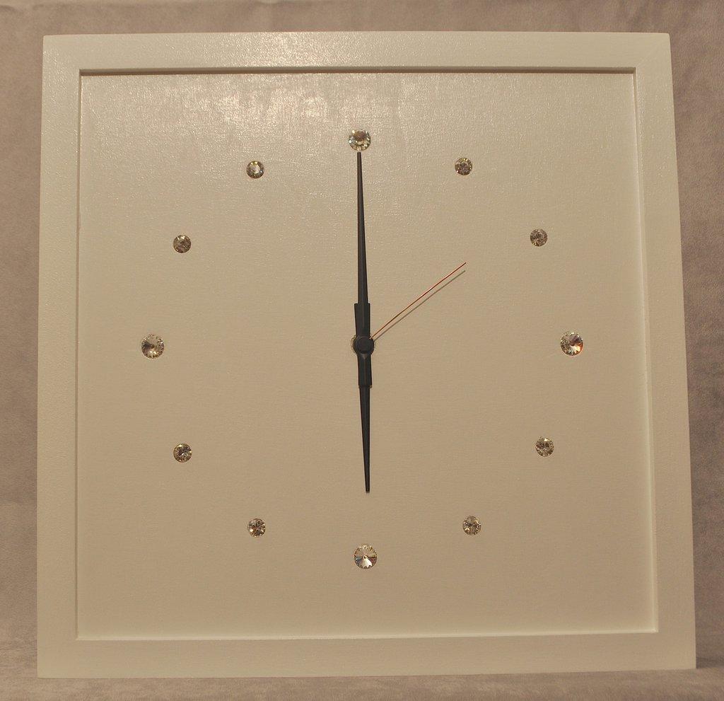 Orologio in legno con Swarovski.