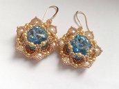 orecchini fatti a mano in tessitura di perline con grande cabochon acquamarina