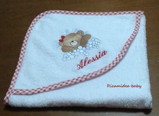 Accappatoio neonato in spugna con orsetta e nome.
