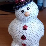 Pupazzo di neve con bottoni e cappello