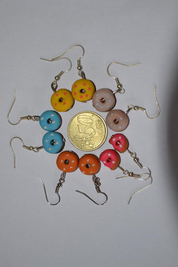 orecchini in fimo- ciambelle, donuts- vari colori- orecchini spiritosi fatti a mano !!!OFFERTA!!!