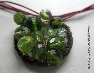 collana in corda con ciondolo in mezzi cristalli e filo di rame intrecciato, il giardino dell'acero rosso