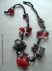 collana in cordaargento indiano pietre e mezzi cristalli in rosso, il giardino dell'acero rosso