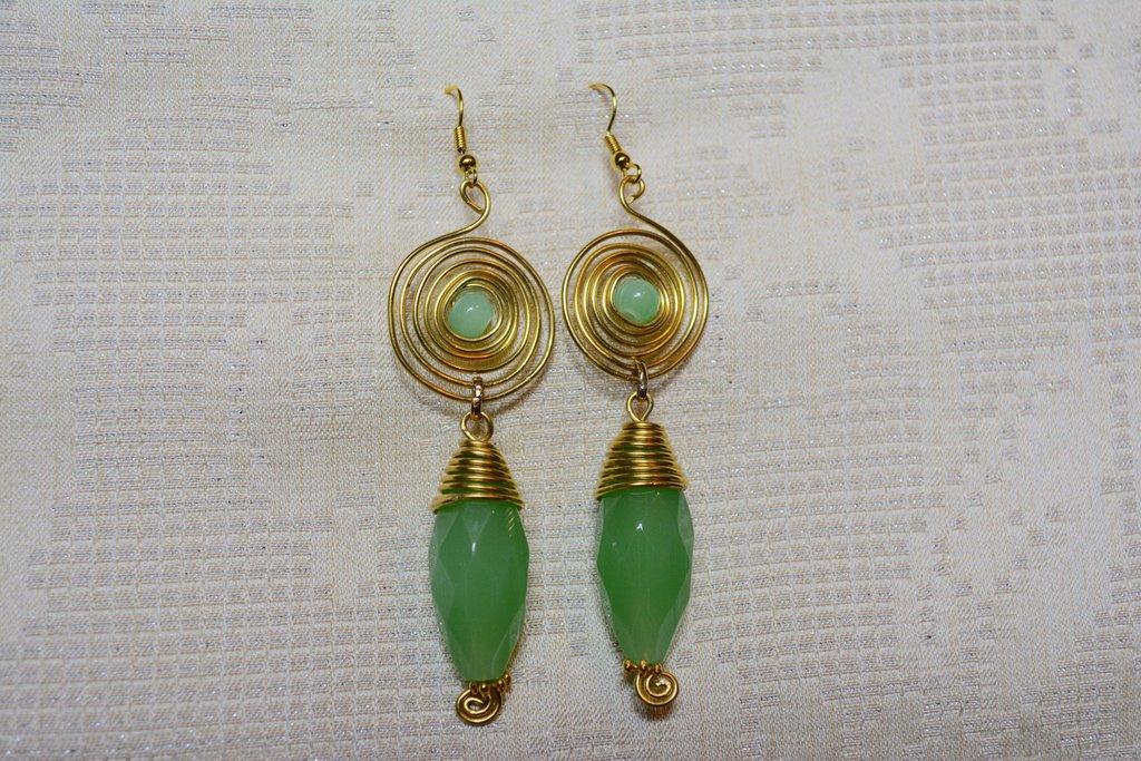 Orecchini dorati e verde giada