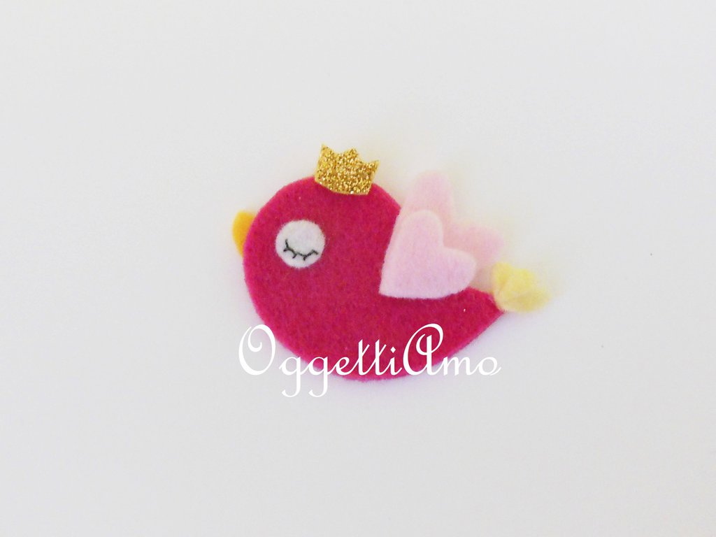 Uccellino rosa in feltro con graziosa corona: una calamita per festeggiare la principessa di casa!