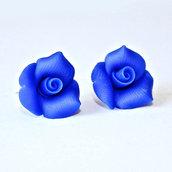 Orecchini lobo con rose blu