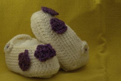 Scarpine panna con fiorellino viola
