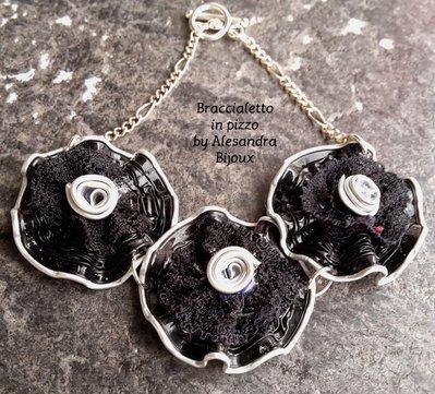 Braccialetto fiore nero con pizzo