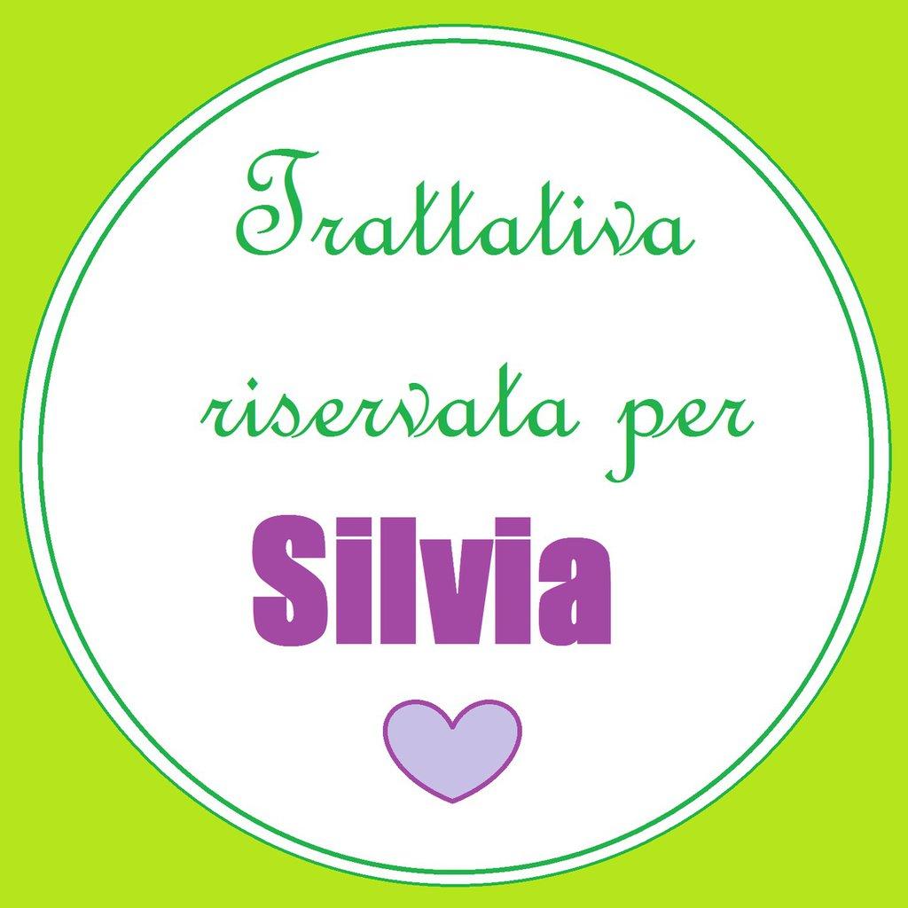 Nastrini decorati per arricchire le bomboniere di Silvia.
