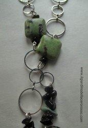collana con pietre in corniola, colore verde e nero, il giardino dell'acero rosso