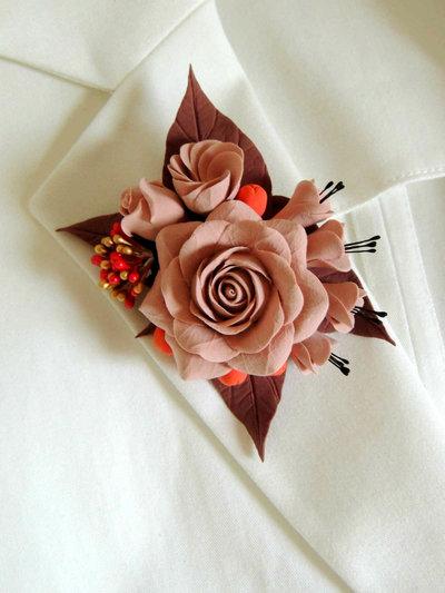 Spilla di fiori fatta a mano