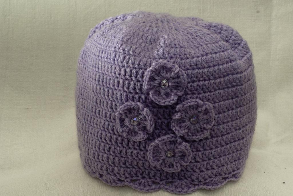 Cappellino lilla con fiorellini