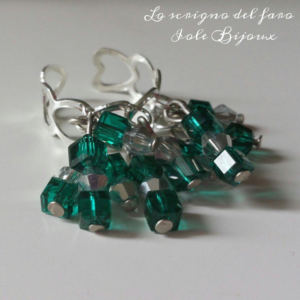 Anello regolabile con cristalli verde smeraldo