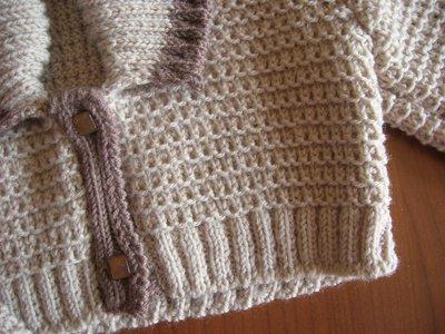 size 40 a6289 a47bf Scaldacuore beige con bordo nocciola e collo a scialle realizzato ai ferri  in pura lana vergine