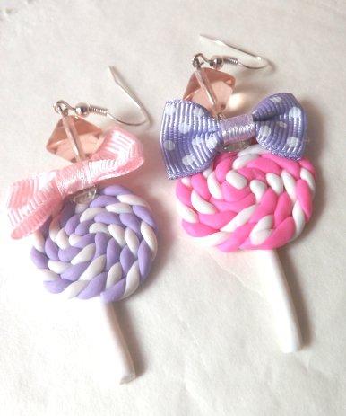 Orecchini con fiocchetto in stoffa e lollipop fucsia e lilla in fimo idea regalo