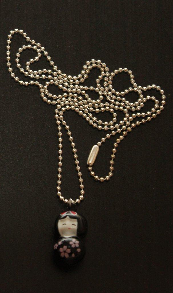 Collana lunga con catenina e ciondolo campanellino giapponesina