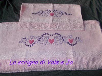 asciugamani coppia viso + ospite tinta rosa ricamati a mano punto croce cuori regalo festa della mamma