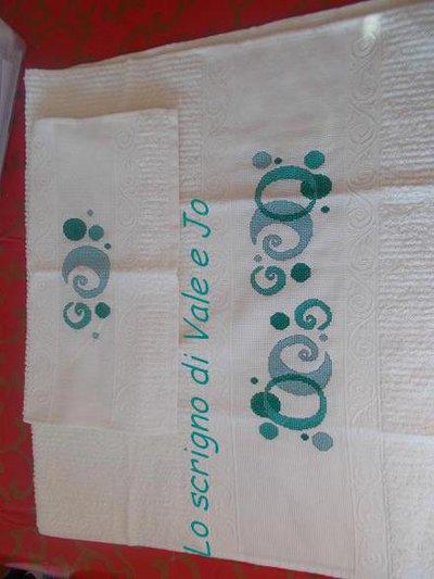 asciugamani coppia viso + ospite tinta beige ricamati a mano punto croce astratto regalo festa della mamma