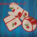 set presine e guanto da forno ricamate a punto croce toni sul rosso papaveri regalo festa della mamma