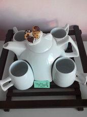 Servizio da the` in ceramica bianca con vassoio