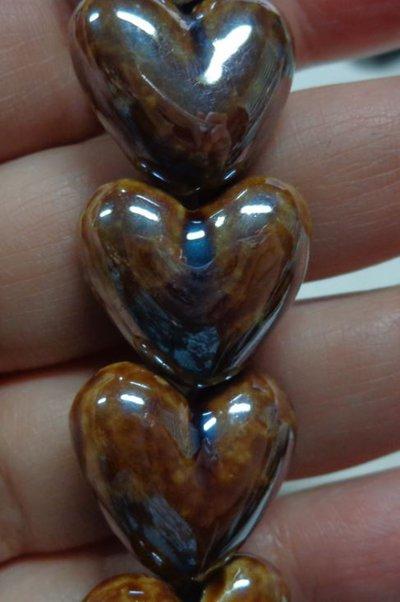 5 Perline in Porcellana Perlata CUORE colore MARRONE