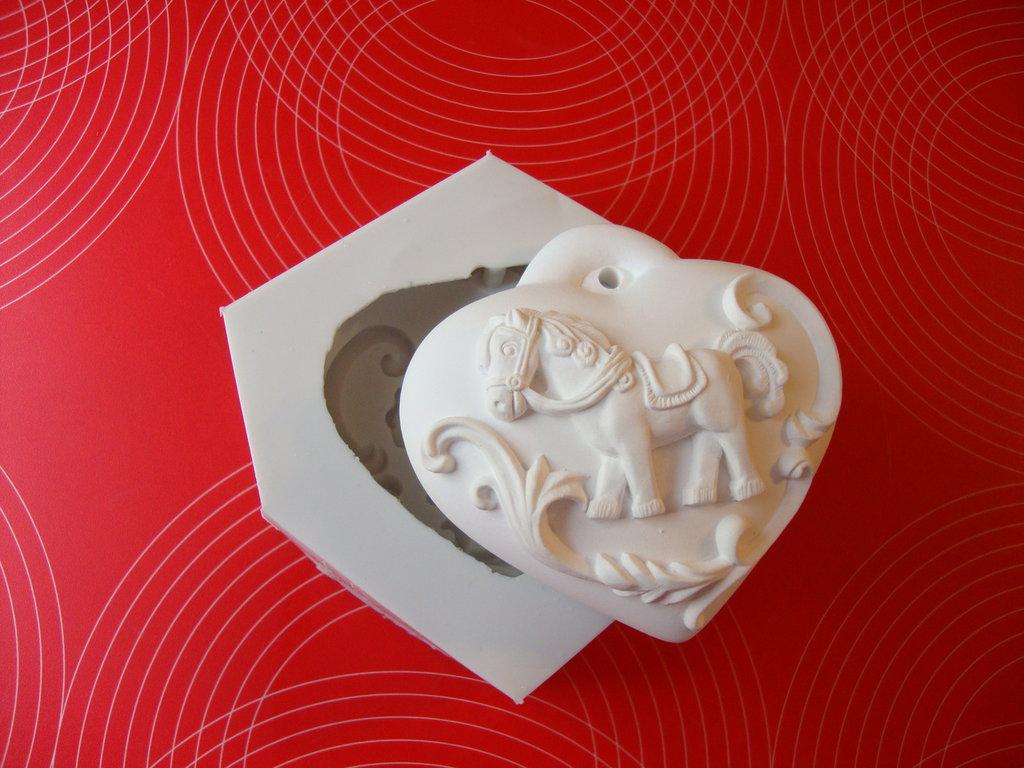 """Stampo NON ALIMENTARE in silicone """" cuore con pony """""""