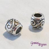 Perla tibetana in alluminio argentata a foro largo, mm 9x8. LH11