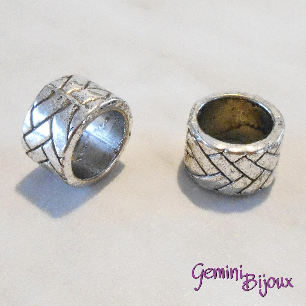 Perla tibetana in alluminio argentata a foro largo, mm 13x8. LH12