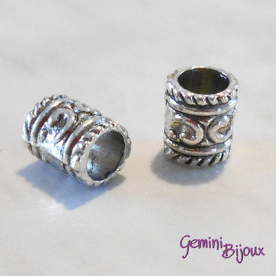 Perla tibetana in alluminio argentata a foro largo, mm 7x8. LH13