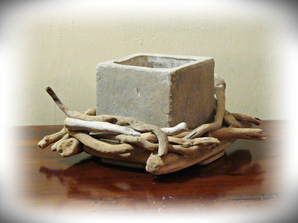 Vaso in resina con legni di mare per la casa e per te for Legni di mare arredamento