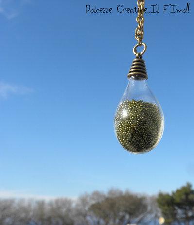 Collana color Bronzo - Goccia di vetro, bottiglia, miniature con microsfere verdi