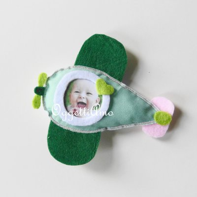 Una cornicina in feltro per ricordare il battesimo della vostra bambina: una calamita fatta a mano e personalizzabile per voi!