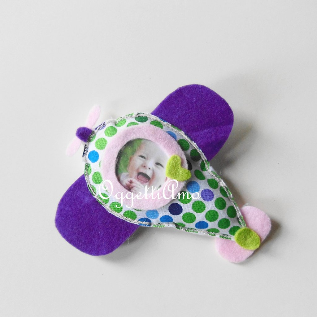 Una cornice verde,viola e rosa per accogliere la foto della vostra bambina: aereoplanino, cornice, magnete