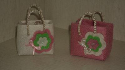 segnaposto bomboniera sacchetto confetti artigianale borsina con fiore